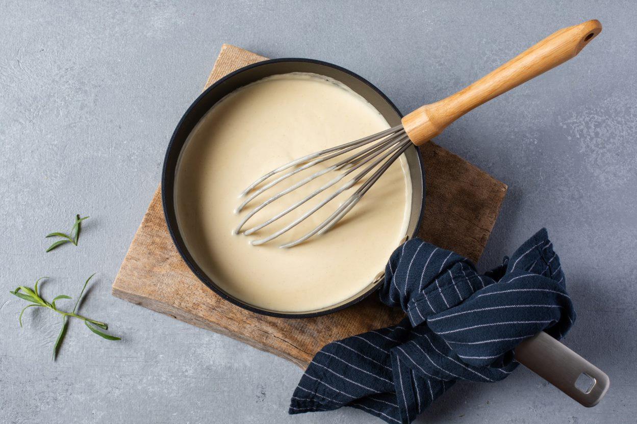 Vaalea kastikepohja: sinappinen kermakastike (ammattilaiset)