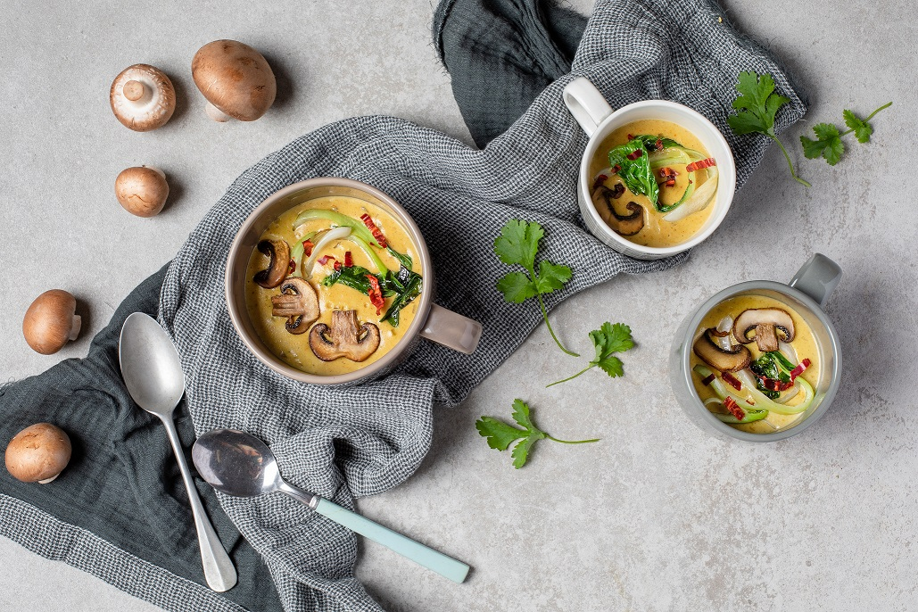 Sienikeitto kookoksella ja currylla